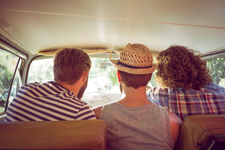 amigos en viaje en coche