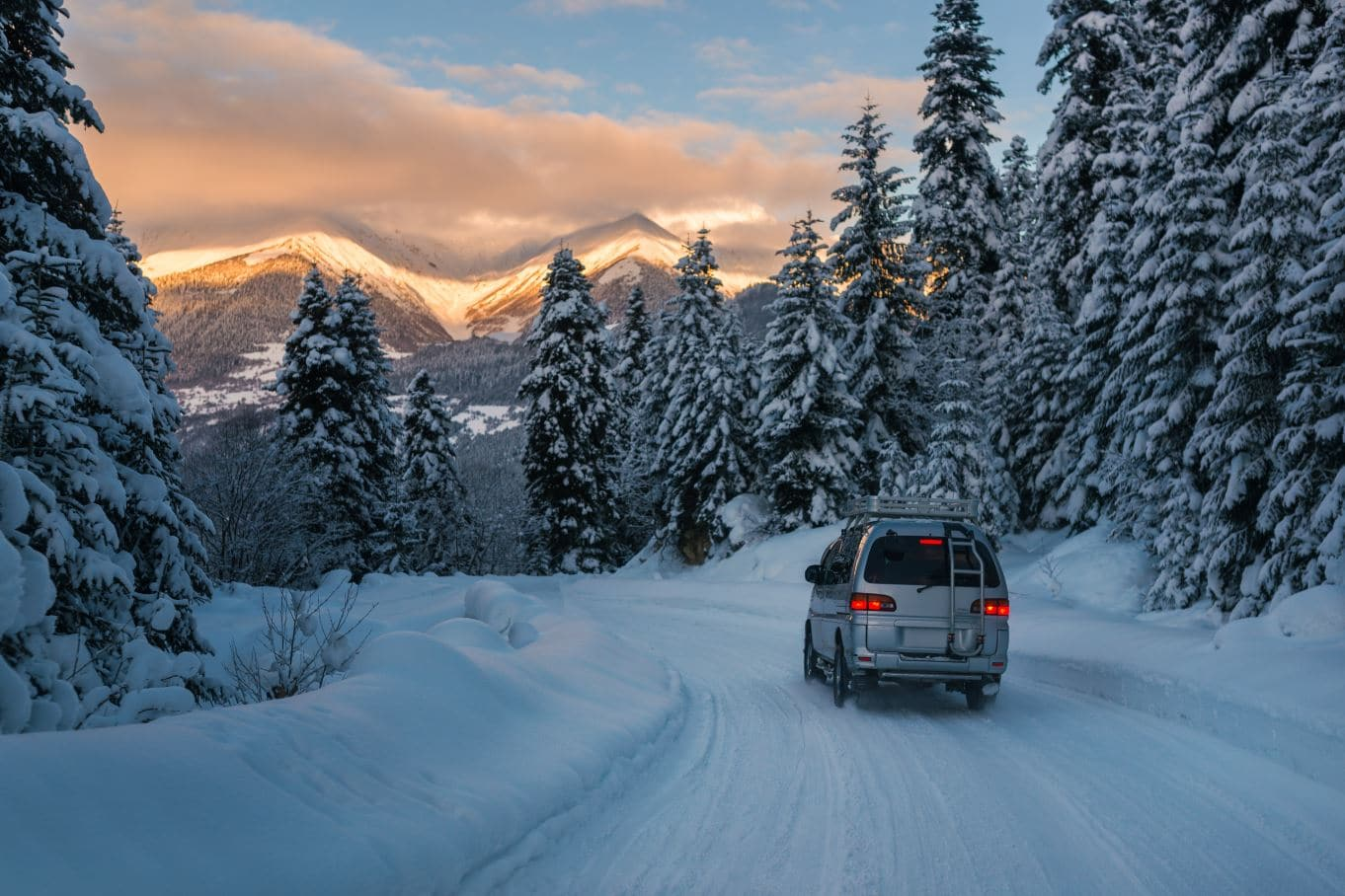 coche carretera nevada