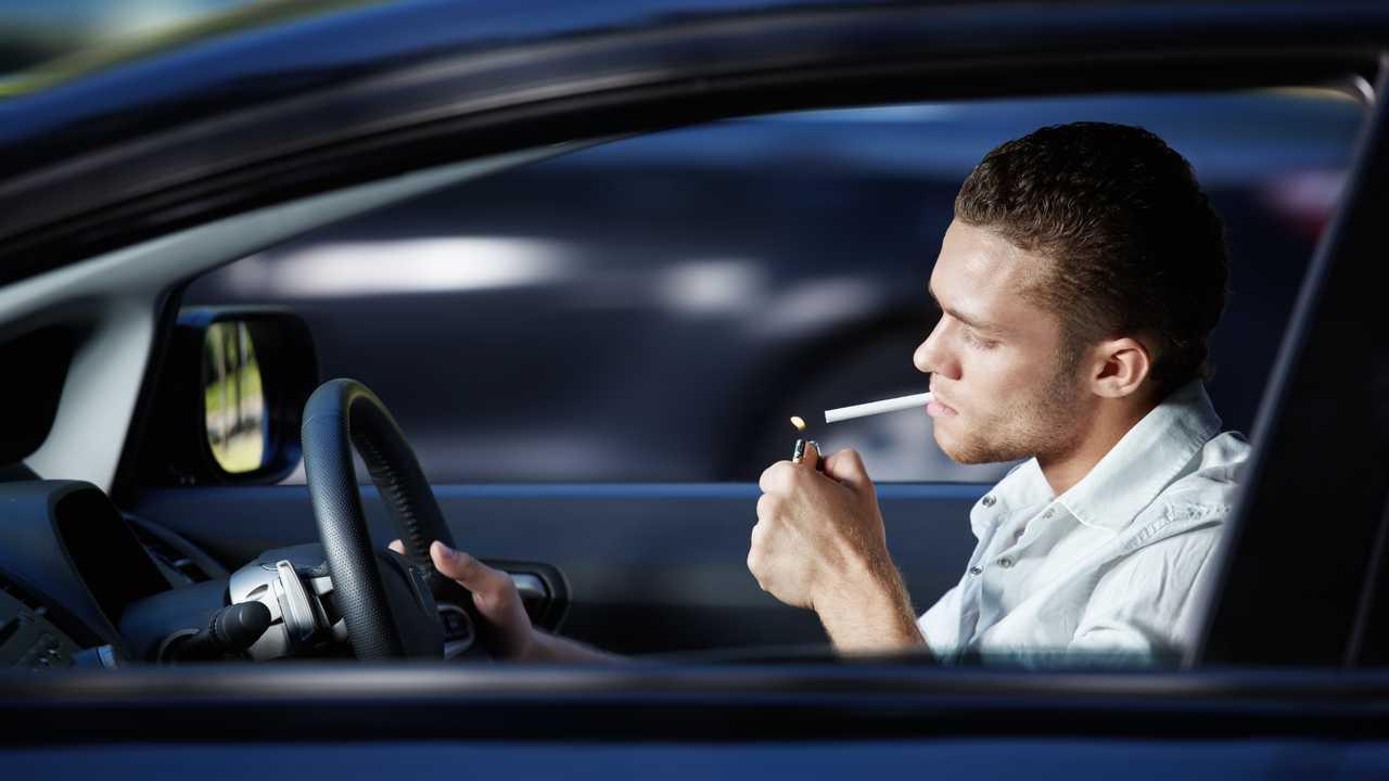 multa por fumar en el coche